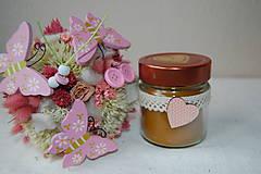 Svietidlá a sviečky - Sviečka z včelieho vosku v sklenenom pohári (so srdiečkom) - 10035522_