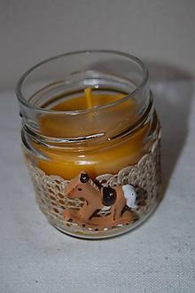 Svietidlá a sviečky - Sviečka z včelieho vosku v sklenenom pohári (s koníkom) - 10035509_