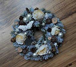 Dekorácie - Zasnežený vianočný venček - 10034199_