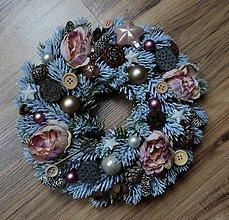 Dekorácie - Zasnežený vianočný venček - 10034375_