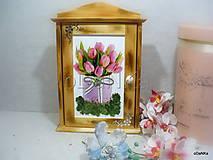 Krabičky - drevená skrinka na kľúče Tulipány - 10038077_