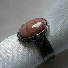 Prstene - Chodím si ružovým svetom - 10038813_