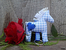 - Prívesok na kľúče - modrý károvaný koník - 10039797_