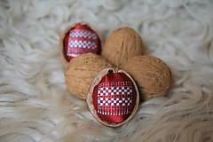 Dekorácie - Oriešky Čipka - kreslený satén - 10038234_