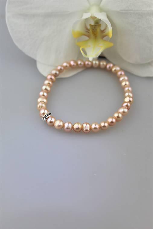perly náramok (prírodné perly marhuľovej farby)