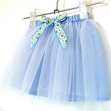 770e8e968ebf Detské oblečenie - Dětská světle modrá tylová sukně s kopretinami -  10043961