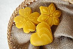 - Vianočná ozdoba z včelieho vosku - medovník (štvorlístok) - 10041915_
