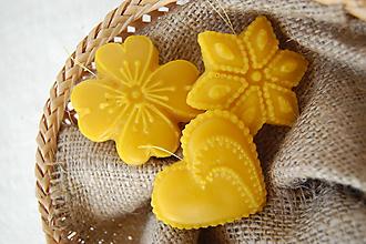 Dekorácie - Vianočná ozdoba z včelieho vosku - medovník - 10041915_