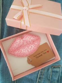 Odznaky/Brošne - Ružové pery - 10042486_