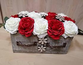 Dekorácie - Bielo - červená nádhera v ošúchanom šúflíku - 10043786_