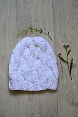Čiapky - Bílá pletená čepice s copy-bavlna - 10041434_