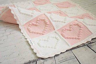 Textil - Hačkovaná srdiečková deka ružová-biela - 10044401_