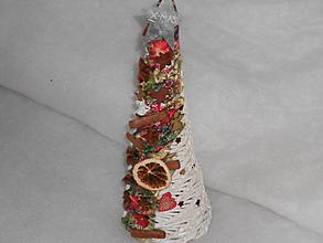 Dekorácie - Vianočný stromček so škoricou - 10048109_