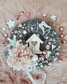 Dekorácie - Vianočný vintage veniec s domčekom - 10046291_