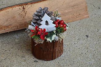 Dekorácie - Vianočná dekorácia so šiškou a stromčekov v kôre - 10045542  be4e47b5d0c