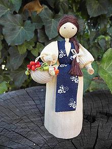 Dekorácie - Šúpolienka - dievčatko s košíkom kvetov - 10051195_