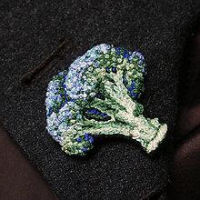 Odznaky/Brošne - Brošňa ručne vyšívaná Brokolica - 10051155_