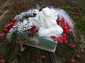 Dekorácie - Bielo mentolový drevený vianočný svietnik - 10054873_