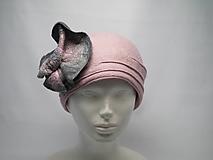 Čiapky - Ružový vlnený klobúk s kvetom vpredu - 10057395_