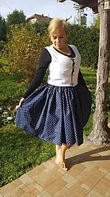 Jednoduché ľudové dobové oblečenie