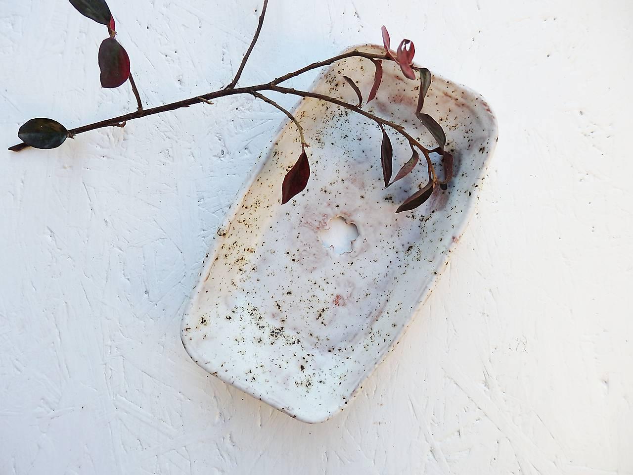 Keramická mydelnička piesková so štvorlístkom