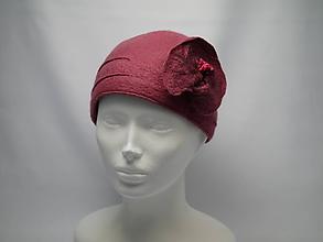 Čiapky - Dámsky vlnený klobúčik s kvetom - 10058049_