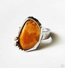 Prstene - Cínovaný (tiffany) prsteň s liečivým minerálom jaspisom mookaitom - 10058831_
