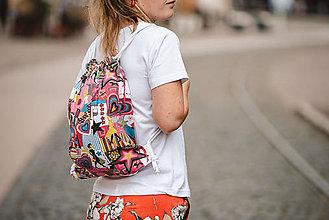 Batohy - Usmej sa na mňa: Trendový batoh (Nákupná maniačka) - 10061326_