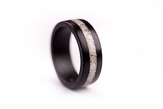 Prstene - Drevený prsteň Eben & Kremeň - 10058937_