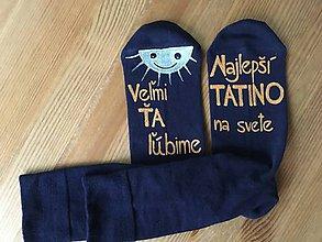 Obuv - Maľované ponožky pre najlepšieho ocka/mamku (Na tmavomodrých Najlepší tatino na svete) - 10059226_