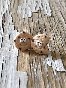 Náušnice - keksík s kúskami čokolády (napichovačky) - 10059223_