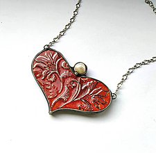 Náhrdelníky - Cínový šperk s keramikou - Srdce s perlou - 10062825_