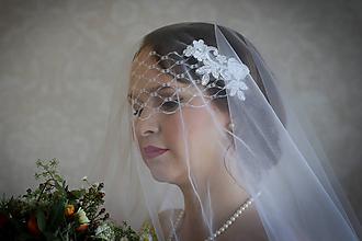 Ozdoby do vlasov - Biely svadobný závoj tyl + fascinátor s francúzskym závojom - 10065073_