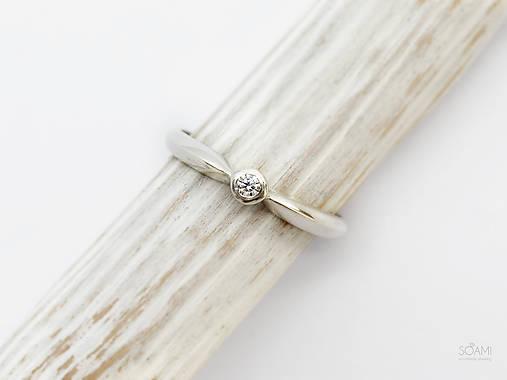 Prstene - 925/1000 Strieborný prsteň zásnubný s prírodným diamantom 2,2mm - 10068931_