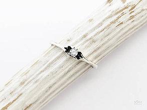 Prstene - 925/1000 Strieborný prsteň zásnubný s prírodným diamantom 2,7mm - 10066510_