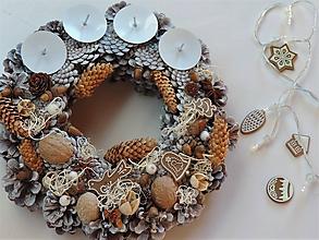 Dekorácie - Vianočný adventný veniec s perníkmi - 10066148_