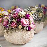 Dekorácie - Kvetinová dekorácia v kokosovom orechu - 10070045_
