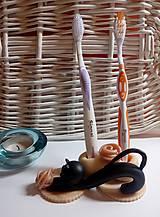 Pomôcky - Stojan na zubnú kefku ,,Cica