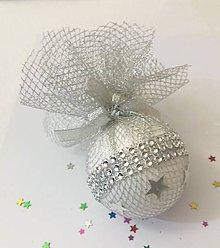 Dekorácie - Vianočná guľa strieborná - 10066010_
