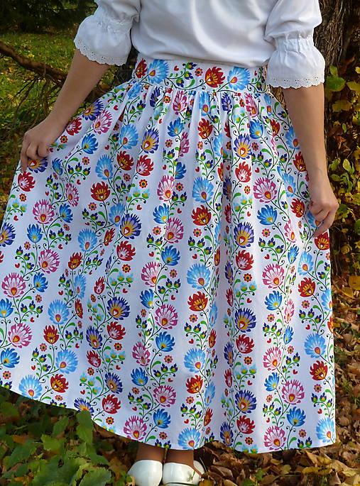 Sukienka Krojové kvety pruhy