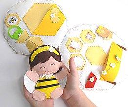 Hračky - Textilná knižka včelí úľ - 10070985_