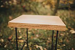 Nábytok - Štvorcový konferenčný stolík s čiernymi hairpin nožičkami - 10071672_