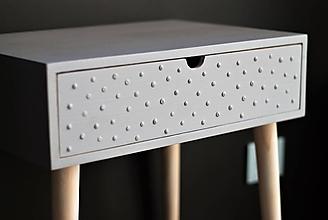 Nábytok - Príručný stolík šedý s bodkami - 10072952_