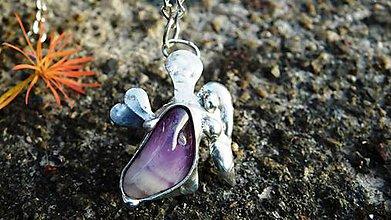 Náhrdelníky - Tepaný anjelik, ametyst,tiffany - 10079812_