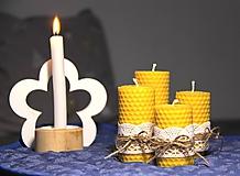 Svietidlá a sviečky - adventné sviečky z včelieho vosku - s čipkou - 10077088_