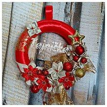 Dekorácie - Malý červený venček na dvere - 10079241_