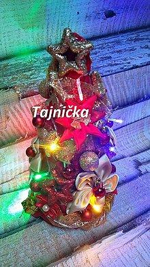 Dekorácie - Vianočný stromček s led svetielkami - 10079634_