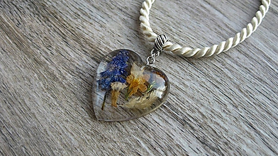 Náhrdelníky - Srdiečko s kvietkami - živicový náhrdelník (srdiečko väčšie s kvietkami, č. 2425) - 10077575_