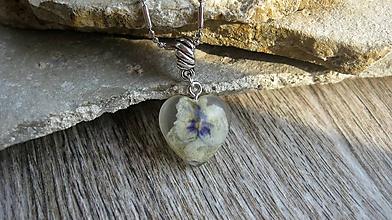 Náhrdelníky - Srdiečko s kvietkami - živicový náhrdelník (so sirôtkou mini srdiečko, 2428) - 10077757_