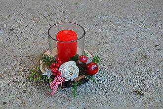 Svietidlá a sviečky - Vianočný tradičný drevený svietnik so sviečkou s muchotrávkou - 10076421_